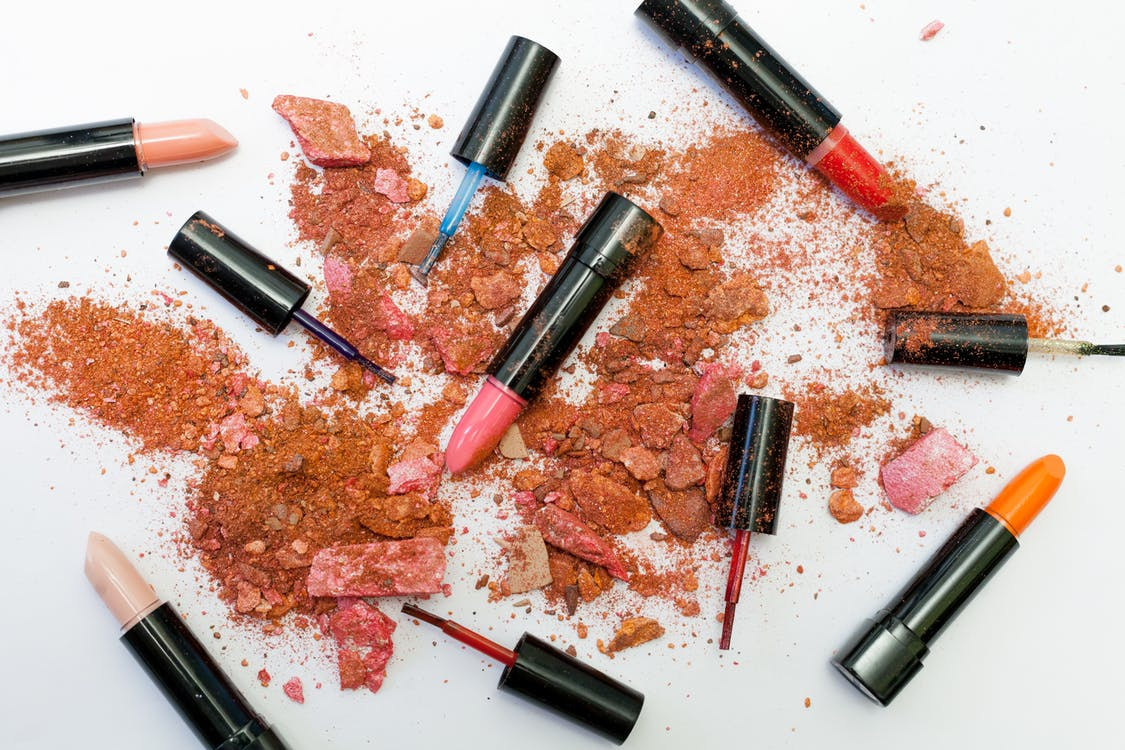 Mengenal Pewarna Bibir Yang Biasa Wanita Gunakan